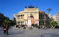 Vista centrale del Teatro Politeama, magnificamente imperioso ed elegante. PALERMO Giovanni Basta