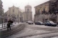 san piero patti piazza Duomo (nevica)  - San piero patti (3569 clic)