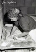 mia mamma e il suo pane  - San piero patti (3206 clic)