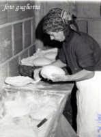mia mamma e il suo pane  - San piero patti (2349 clic)
