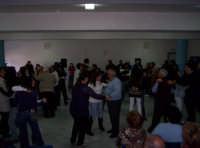 Festa del Papà (19-03-07)Al Centro diurno 'Un nonno per amico) Gli Studenti dell'Istituto De Sanctis di Paternò in visita al Centro, mentre ballano con gli Anziani (si fa per dire)   - Paternò (1442 clic)