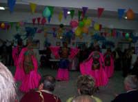 Carnevale 2005 al Centro anziani 'Un nonno per amico' di Paternò. Una scena con delle ballerine Brasiliane.  - Paternò (1364 clic)