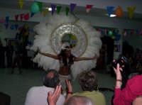 Carnevale 2005 al Centro anziani 'Un nonno per amico' di Paternò. Una scena con delle ballerine Brasiliane.  - Paternò (1831 clic)