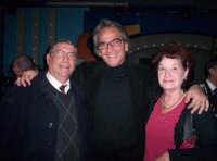 Ettore e Aurora insieme al barzellettiere Massimo Spata. Genn.05  - Paternò (2583 clic)