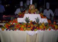 Tanta frutta per pochi bongustai Luglio 2005  - Paternò (3095 clic)