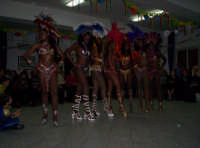 Carnevale 2006 - Gruppo di ballerine Brasiliane al centro diurno di Paternò Un nonno per amico  - Paternò (3989 clic)