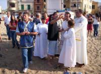 Autorità clericale in attesa dello sbarco del fercolo della Madonna per dare inizio alla S.Messa all'aperto in occasione della festa della Madonna Addolorata  16-09-07   - Aspra (5308 clic)