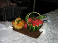 L'anguria e il melone vestiti a festa per il  loro matrimonio. 19-08-06  - Paternò (3384 clic)