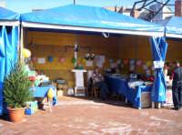 Uno stand al mercatino organizzato per il S.Natale 2004  - Paternò (1390 clic)