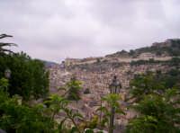 Panorama visto dalla scalinata della Chiesa di S. Giorgio 02-06-07  - Modica (3029 clic)