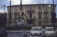Piazza Duomo con il palazzo del Comune nel 1967  - Catania (2242 clic)