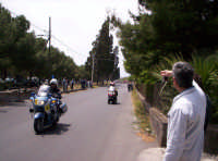 91° Giro ciclistico d'Italia La Polizia Stradale anticipa l'arrivo del gruppo ciclistico. Stradale dei Pioppi a Paternò 12-05-08  - Paternò (2913 clic)