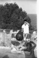 La vedetta (al contrario) nel castello di Acicastello nel 1967   - Aci castello (2512 clic)