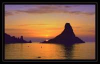 L'alba dei Faraglioni  - Aci trezza (3314 clic)