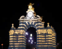 Porta Garibaldi vista da Piazza Crocefisso Maiorana  - Catania (6374 clic)
