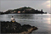 Pescatore con la canna   - Aci trezza (7095 clic)