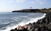 La baia di S.Giovanni li cuti - Un angolo di scogliera dove i Catanesi sono orgogliosi per il su mare pulito e profumato   - Catania (3885 clic)