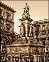 piazza  - Catania (3980 clic)