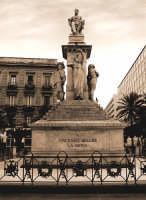 Il Cigno  Catania al suo grande musicista Vincenzo Bellini monumento sito in piazza Stesicoro  - Catania (4860 clic)