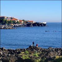 La scogliera vista da piazza Europa dove si vede la bellezza del borgo marinaro molto apprezzato dai Catanesi S.G.ni.li cuti  - Catania (3292 clic)