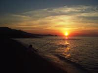 Tramonto dalla spiaggia di Brolo con sfondo Capo D'Orlando  - Brolo (13188 clic)