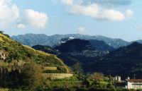 Veduta di Monforte con la neve alle spalle    - Monforte san giorgio (6416 clic)