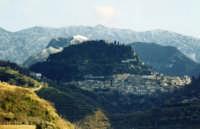 Monforte con la neve alle spalle !  - Monforte san giorgio (10327 clic)