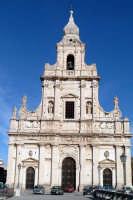 Vista della Chiesa Madre. COMISO Tommaso Di Falco