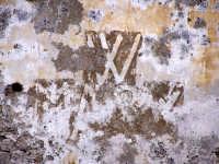 Ponte tra la borgata e il centro storico. Vecchie scritte.  - Augusta (1402 clic)