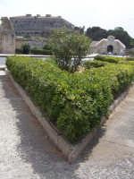 Ponte tra la Borgata e il centro storico. Prospettiva e scorcio della Porta Spagnola e del Castello.  - Augusta (1519 clic)