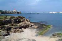 La costa siracusana. Punto di vista dal Plemmirio. Riconoscibile a destra la punta di Ortigia.  - Siracusa (2092 clic)
