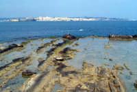 La costa siracusana. Punto di vista dal Plemmirio. Ortigia all'orizzonte.  - Siracusa (2097 clic)