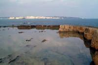 La costa siracusana. Punto di vista dal Plemmirio. Ortigia all'orizzonte.  - Siracusa (2126 clic)
