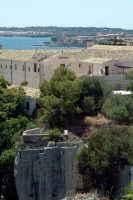 Vista delle Latomie e Chiesa dei Cappuccini. Nello sfondo Ortigia.  - Siracusa (1783 clic)