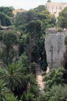 Latomie dei Cappuccini e in testa riconoscibile sulla destra la Chiesa dei Cappuccini.  - Siracusa (2512 clic)