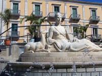 Fonte Diana di fronte al Municipio.  - Comiso (2356 clic)