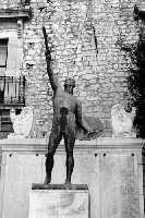 Monumento ai Caduti in bianco e nero.  - Comiso (1914 clic)