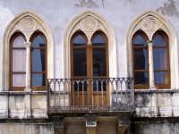 Architetture nel centro storico di Augusta in via P. Umberto.  - Augusta (1201 clic)