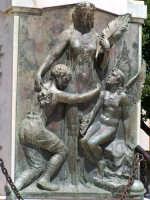 Monumento ai Caduti: particolare.  - Augusta (1850 clic)