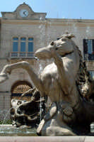 Particolare della Fontana Diana in Piazza Archimede in Ortigia. Nello sfondo il Palazzo dell'Orologio.  - Siracusa (1414 clic)