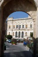 La Camera di Commercio vista dalla Porta Marina.  - Siracusa (1292 clic)