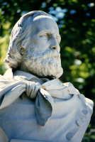 Busto dedicato al Garibaldi. Si trova alla Marina.  - Siracusa (1860 clic)