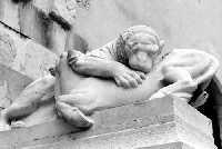 Palazzo Greco sede INDA. Scultura situata all'esterno.  - Siracusa (2580 clic)