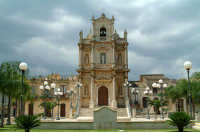 Chiesa del Carmine e scorcio della piazza antistante.  - Floridia (8749 clic)
