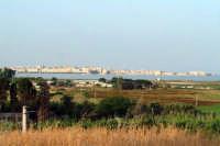 L'Isola di Ortigia all'orizzonte vista dal Tempio di Giove detto (le due colonne).  - Siracusa (1450 clic)
