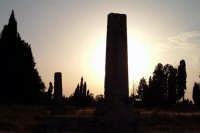 Tempio di Giove detto (le due colonne). E' una costruzione risalente al VI sec. a.C. Composizione di silhouettes in controluce.  - Siracusa (2221 clic)