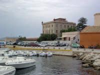 Il porto e Villa Florio  - Favignana (3782 clic)