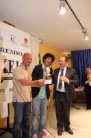 Sabato 24 Giugno 2006 Aula del CUPA Consegnato Premio Sikelè a Lello Analfino del noto gruppo «I Tinturia».  - Agrigento (4053 clic)