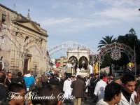 festa patronale di Santa Barbara, trionfale uscita di santa barbara, il fercolo in piazza  - Paternò (1399 clic)