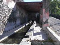 Santa Maria di Licodia, l'antico lavatoio pubblico, alimentato da una sorgente naturale.  - Santa maria di licodia (1702 clic)